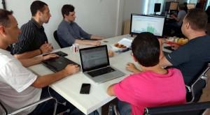 reunião entre agente da IBM e equipe do Beevy para definir nova ferramenta que será desenvolvida